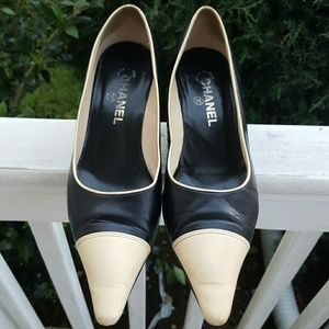 Authentic Chanel women's classic pump shoes Sz 8.5